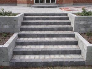 Muret trappe udført af Murerfirmaet Romvig
